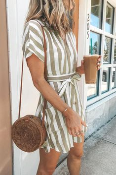 Spring Fashion 2020 Trends # spring Outfits Khaki Pockets Stripe V-neck Short Sleeve Regular Above Knee Mini Casual Fashion Dress Summer In Spring Outfits For School, Spring Outfits Women, Outfits For Teens, Summer School, December Outfits, Ladies Outfits, High School, Outfit Chic, Relaxed Outfit