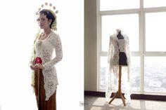 Dance-Filled Wedding at Rumah Sarwono Kebaya Modern Dress, Kebaya Dress, Javanese Wedding, Indonesian Wedding, Wedding Poses, Wedding Attire, Wedding Ideas, Kebaya Jawa, Kebaya Wedding
