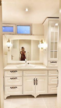 50 Ideas Bathroom Closet Vanity Interior Design For 2019 Closet Vanity, Bathroom Closet, Budget Bathroom, Small Bathroom, Master Bathroom, Bathroom Ideas, Modern Bathroom, Shower Cubicles, Bathroom Interior Design