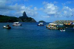 Baía e Porto de Santo Antônio, em Fernando de Noronha. Visite o BrasilGuias