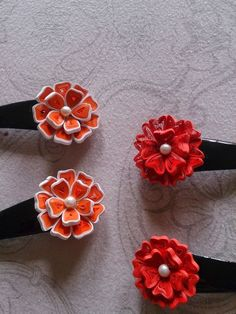 Mini quilling clips Try it! Quilling Images, Paper Quilling Flowers, Paper Quilling Jewelry, Paper Quilling Designs, Quilling Earrings, Quilling Craft, Quilling Patterns, Paper Jewelry, Jewelry Crafts
