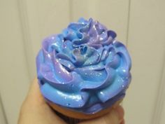 "Cupcake iced with this trick for pretty color shifting ""Time Vortex"" cupcakes Doctor Who Birthday, Doctor Who Party, Galaxy Cupcakes, Galaxy Cake, Cinderella Cupcakes, Cinderella Party, Cupcake Recipes, Cupcake Cakes, Dr Who"