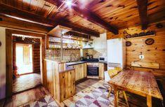 Chata Júlia je situovaná neďaleko kúpeľov Vyšné Ružbachy v tichej lokalite pri lese. Má krb, bar, saunu, altánok, ohnisko.