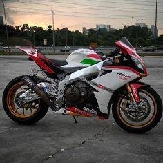 SEXY RSV4! DoubleTap if you want it. #superbikes2015 #universalbikers #aprilia #rsv4 #white #green #red #black #bikelife #like #followme #follow  @divinebikers