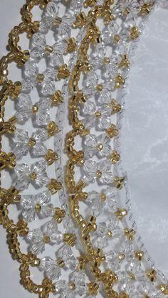 Produto da cor dourada, Cobre Jarra Médio, Tecido Organza. Ótima qualidade. Button Necklace, Diy Necklace, Beaded Bags, Beaded Jewelry, Crystal Beads, Crystals, Crochet Edging Patterns, Silk Ribbon, Hama Beads