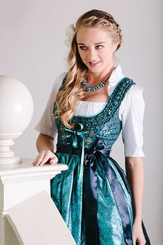 Herbst-Winter 2015 ‹ Melega Fashion Source by Traditional Fashion, Traditional Dresses, Look Fashion, Fashion Beauty, Autumn Fashion, Drindl Dress, Vintage Winter Weddings, Oktoberfest Outfit, Turquoise Fashion