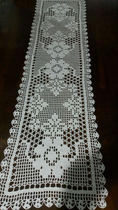Caminho de mesa, crochê, linha Cléa 1000, cor crua medidas 1,24cm comprimento, largura 31cm modelo azaléa