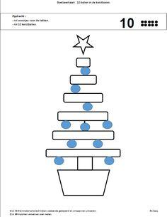 Boetseren : rol worstjes voor de takken, 10 ballen als kerstballen.