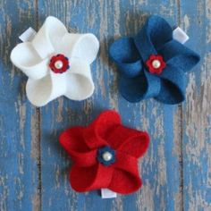 Make these cute felt pinwheel hair clips for your little one to wear on 4th of July!