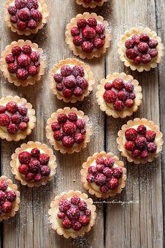 Tartellette alle fragole (Perfette come in pasticceria in poche mosse!) Carmel Chocolate Chip Cookies, Chocolate Cake, Cake Mix Muffins, Italian Pastries, Indian Dessert Recipes, Sweet Tarts, Mini Desserts, Fondant Cakes, Love Food