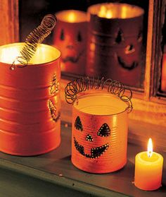 Pumpkin Lanterns made from recycled tin cans - A green, well orange, Halloween decoration! Décoration Table Halloween, Image Halloween, Adornos Halloween, Manualidades Halloween, Fun Halloween Crafts, Fete Halloween, Holidays Halloween, Holiday Crafts, Holiday Fun