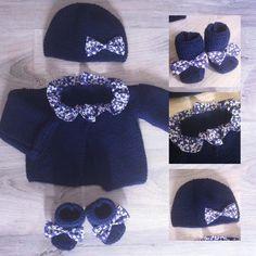 brassière et chaussons et bonnet fille en laine bleu marine et tissu liberty mitsi