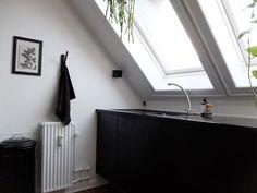 Il progetto di una blogger per la cucina nel suo appartamento in mansarda e i suoi consigli per progettare e decorare una cucina sotto al tetto.