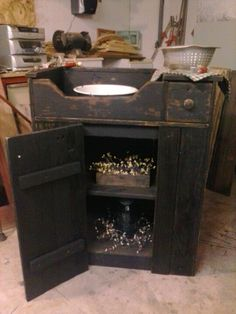 Primitive small barn wood dry sink ~ Can be made in to a working piece of Furniture for a Guest room or...used for the very intention it was for in the first place. Lovely, however one decides to use it....<3 #primitivebathrooms