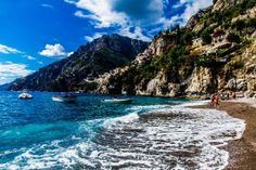 To really get away from the crowds on Positano's beaches, you've got to get out of Positano proper. The nearest beach outside the city is in Arienzo. Access to this beach is via a long staircase down from the road – it's about 300 steps! – and the beginning of the staircase is about one kilometer (0.62 miles) from Positano. You can catch a bus in Positano (headed toward Amalfi) that will drop you at the Arienzo stairway.