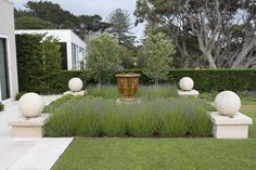 Paul Bangay Garden Design. Photo by Simon Griffiths.