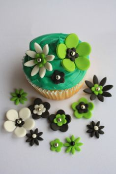Hey, I found this really awesome Etsy listing at http://www.etsy.com/listing/124297919/fondant-flowers-cupcake-toppers