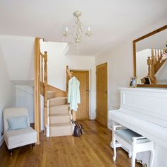 Small hallway ideas with wood flooring and white piano Small Hallway Furniture, Small Hallway Decorating, Decorating Ideas, Hallway Designs, Hallway Ideas, Hall Cupboard, White Piano, Interior Color Schemes, Small Hallways
