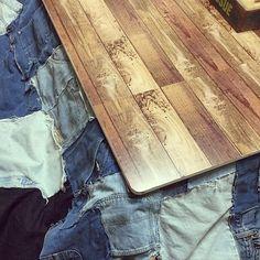 女性で、4LDKのこたつ/こたつ天板DIY/リメイクシート/ダイソー/デニムカバー/木目調天板…などについてのインテリア実例を紹介。「こたつの天板にダイソーのリメイクシート」(この写真は 2017-01-09 01:04:58 に共有されました) Bamboo Cutting Board