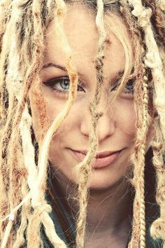 I LOVE dreads.                                                                                                                                                                                 Mais
