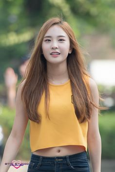 i love her shirt ! It's so yellow sunshine happiness