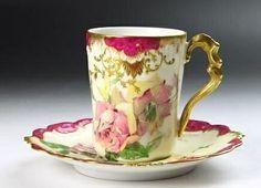 Smaller type tea set/.