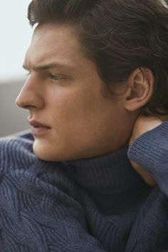 Once again in the spotlight for Massimo Dutti, model Valentin Caron ventures outdoors. He connects with photographer Pablo Saez for the occasion. Esquire, Gq, Armand Basi, Xavier Serrano, Jon Kortajarena, The Fashionisto, Fashion Editor, Fashion Labels, Men's Collection