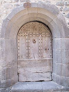 25-03-2012 - 15h18 Porte piétonne 6 rue de la Fraternité Agde 34300 Photo numérique : Francis CAHUZAC