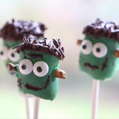 It's alive! These cute Frankenstein Marshmallow Pops are sure to be a treat this Halloween.