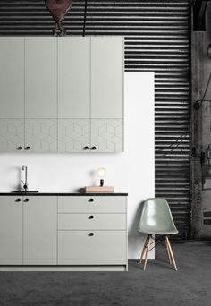 It's surprisingly easy to transform standard IKEA kitchen cabinets with customised doors and drawer fronts. Here are six of the best companies to help. Ikea Kitchen Design, Ikea Kitchen Cabinets, Kitchen Layout, New Kitchen, Kitchen Ideas, Kitchen Planning, Kitchen Decor, Scandinavian Kitchen, Kitchens