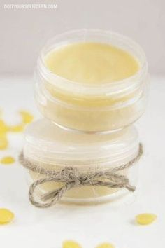 I➨ Du möchtest deine Lippenpflege selber machen? Hier findest du eine Anleitung für ein Lippenbalsam mit Honig.