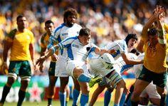 Austràlia 65-3 Uruguai #RWC2015 #AUS vs #URU #StrongerAsOne vs #VamosTeros / Uruguay's diminutive scrum-half Agustin Ormaechea kicks clear under pressure from Ben McCalman