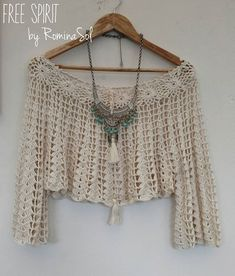 "La imagen puede contener: texto que dice ""FREE SPIRIT by Romina col"" Crochet Motifs, Crochet Cardigan, Crochet Lace, Crochet Patterns, Hippie Crochet, Diy Crafts Crochet, Crochet Summer Tops, Crochet Woman, Beautiful Crochet"