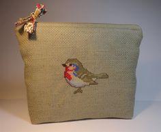 pochette en toile aida couleur lin avec oiseau brodé au point de croix : Trousses par mademoiselle-rose