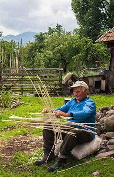 The Ancient Craft of Weaving Split Hazel Frame Baskets #basket #weaving #romania #village