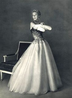 Marie-Thérèse in exquisite ball gown of inlaid rhinestones on black bodice gradiating to gray over layers of white tulle for the skirt by Jean Patou, photo by Pottier, 1953 Glamour Vintage, Vintage Beauty, Vintage Vogue, Vintage Gowns, Mode Vintage, Vintage Clothing, 1950s Outfits, Vintage Outfits, Bustiers