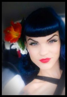 Rockabilly hair and makeup Rockabilly Wedding, Rockabilly Hair, Rockabilly Fashion, Rockabilly Style, Betty Bangs, Pin Up Hair, Fantasy Hair, Pin Curls, Retro Hairstyles