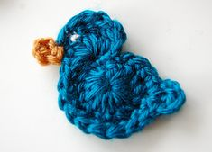 Easy crochet bird pattern that uses just a bit of yarn and can be crocheted in minutes. Crochet some to be used as embellishments for garments or make some just for the fun of it… chirp, chirp! Crochet Bird Patterns, Crochet Birds, Easter Crochet, Crochet Motif, Crochet Animals, Crochet Crafts, Yarn Crafts, Crochet Flowers, Crochet Hooks