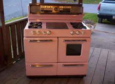 pink gas stove for Rosie's kitchen Vintage Appliances, Home Appliances, Vintage Kitchen Accessories, Vintage Stoves, Antique Stove, Retro Housewife, Kitchen Stove, Kitchen Equipment, Gas Stove