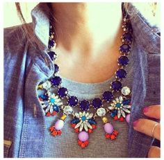 How to Chic: COLORFUL STATEMENT NECKLACE