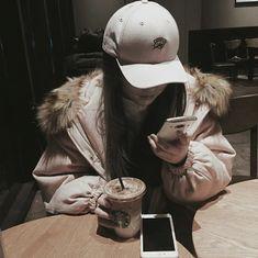 Fotos que. Couple Ulzzang, Ulzzang Korean Girl, Cute Korean Girl, Asian Girl, Korean Aesthetic, Aesthetic Girl, Ulzzang Girl Fashion, Moda Ulzzang, Tumbrl Girls