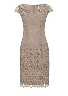 Accentuerende jurk van kant van s.Oliver. Ontdek en bestel nu online topactuele mode voor dames, heren en kinderen