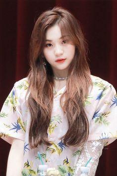 Umji Kpop Girl Groups, Korean Girl Groups, Kpop Girls, Kim Ye Won, G Friend, Japanese Beauty, Kpop Fashion, South Korean Girls, Most Beautiful