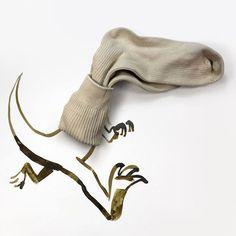 30 objets du quotidien mis en scène dans des dessins Une chaussette transformé en tyrannosaure   fénoweb #chaussette #tyrannosaure #art #objetduquotidien