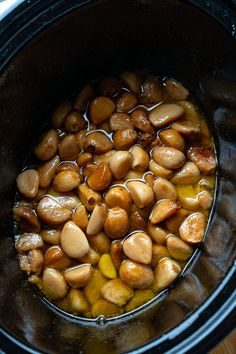 Super easy roasted garlic made in the slow cooker! Slow Cooker Roast, Best Slow Cooker, Slow Cooker Recipes, Crockpot Recipes, Healthy Food List, Healthy Recipes, Healthy Foods, Cholesterol Lowering Foods, Other Recipes