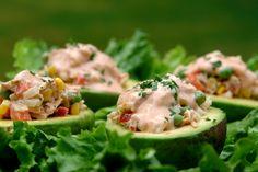 Abacates recheados com salada de atum