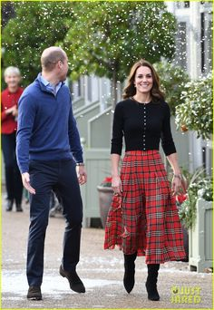 Kate Middleton Photos Photos: The Duke And Duchess Of Cambridge Host A Christmas Party For Families Of Military Personnel Deployed In Cyprus Glamour Fashion, Royal Fashion, Fashion News, Fashion Bloggers, Queen Kate, Princess Kate, Princess Katherine, Duke And Duchess, Duchess Of Cambridge