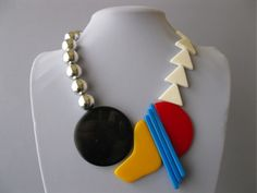 Vintage Modernist Classic 1980's LARGE Plastic Sculptural Art Bib Necklace - sad to call the 80s vintage, but this is pretty cool