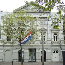 Hollandsche Schouwburg was built as a theatre in 1892, but during the Second World War it was a deportation centre for Jews. Today, the building is a monument to the memory of those victims.