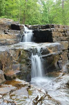 Natural Waterfalls, Natural Pond, Pond Landscaping, Landscaping With Rocks, Tropical Garden Design, Building A Pond, Garden Waterfall, Backyard Water Feature, Swimming Pools Backyard